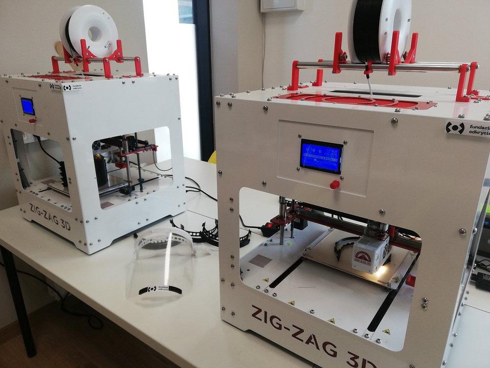 Drukarki 3D i wydrukowana przyłbica - fot. Fundacja Odkrycie.