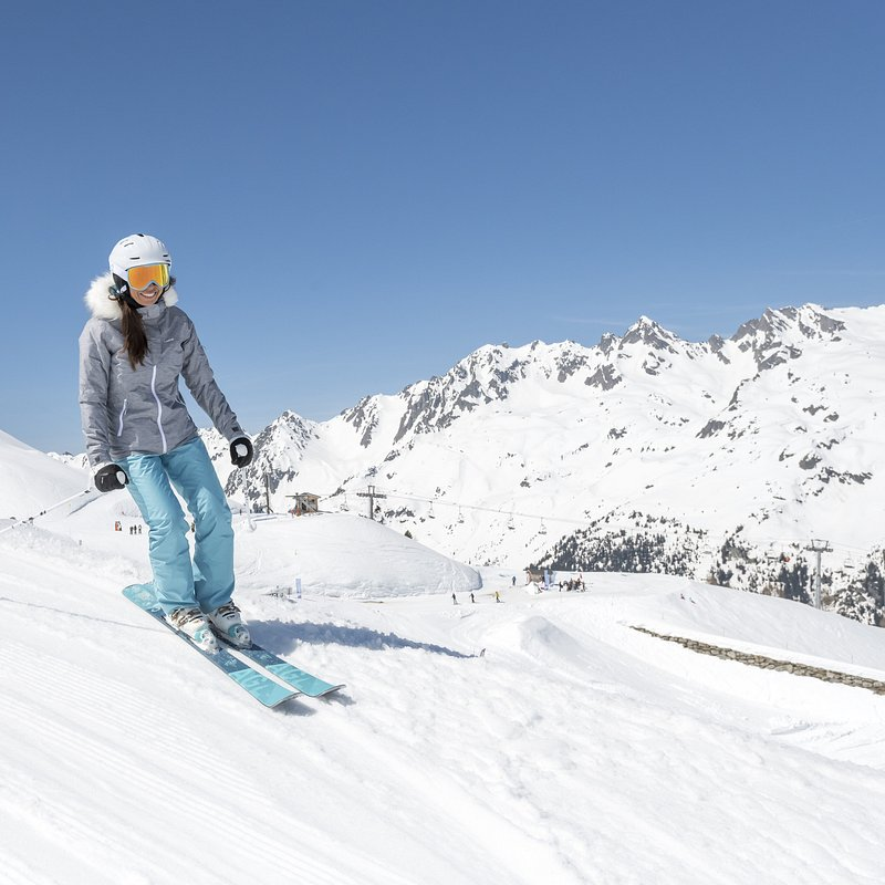 ski de piste femme débutant [8494039,8494555,8505070,8398361,8374251]tci_scene_001 - 001 --- Expires on 10-08-2022.jpg