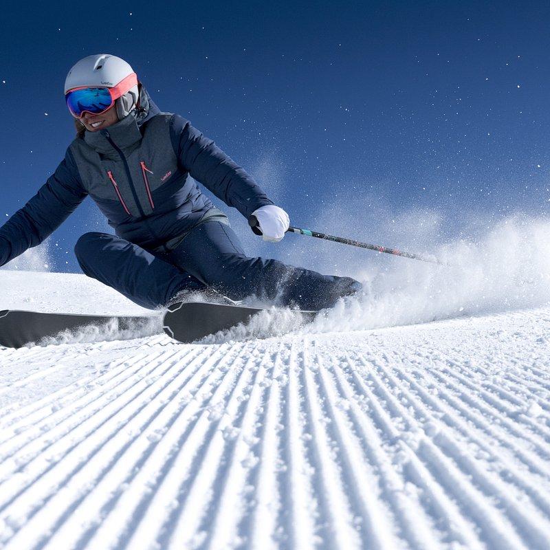 Odzież i akcesoria narciarskie, które zapewnią ci ciepło i