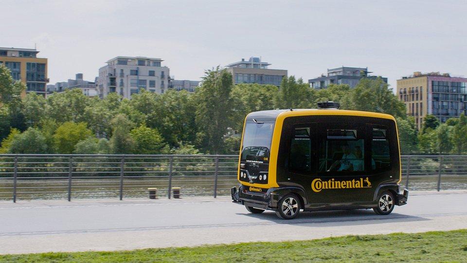 Autonomiczny minibus będzie pierwszym pojazdem wyposażonym w system radarowy Continental. Rozwiązanie powstało specjalnie z myślą o autonomicznych pojazdach i jest już gotowe do produkcji.