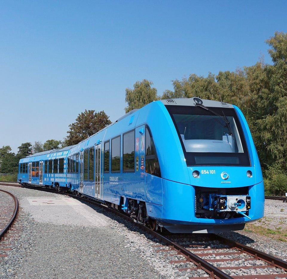 Coradia iLint to pierwszy na świecie pociąg pasażerski wyposażony w ogniwa paliwowe do przetwarzania wodoru w energię elektryczną.