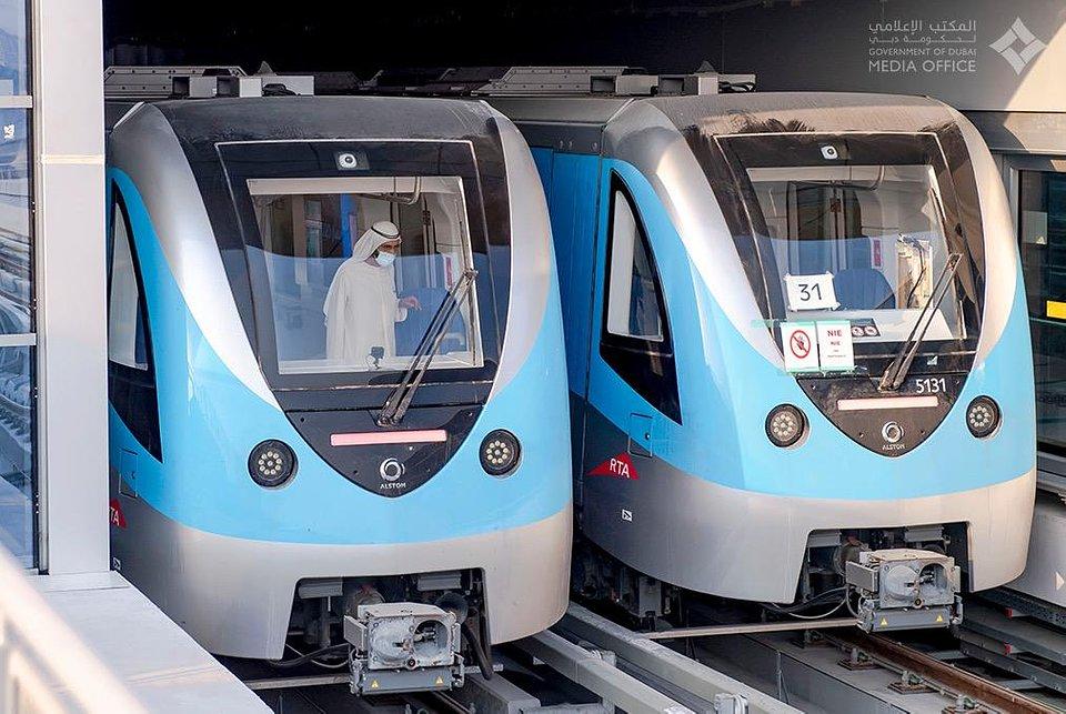 Pociągi Metropolis od Alstom na torach Czerwonej Linii metra w Dubaju