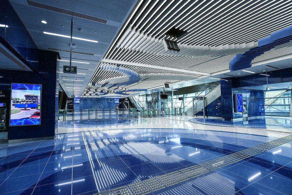 Stacja metra na nowym odcinku Czerwonej Linii metra w Dubaju