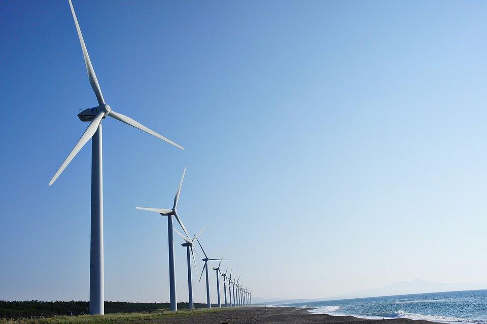 Zielona energia w zakładzie Alstom w Chorzowie pochodzi z wodnych i wiatrowych instalacji OZE