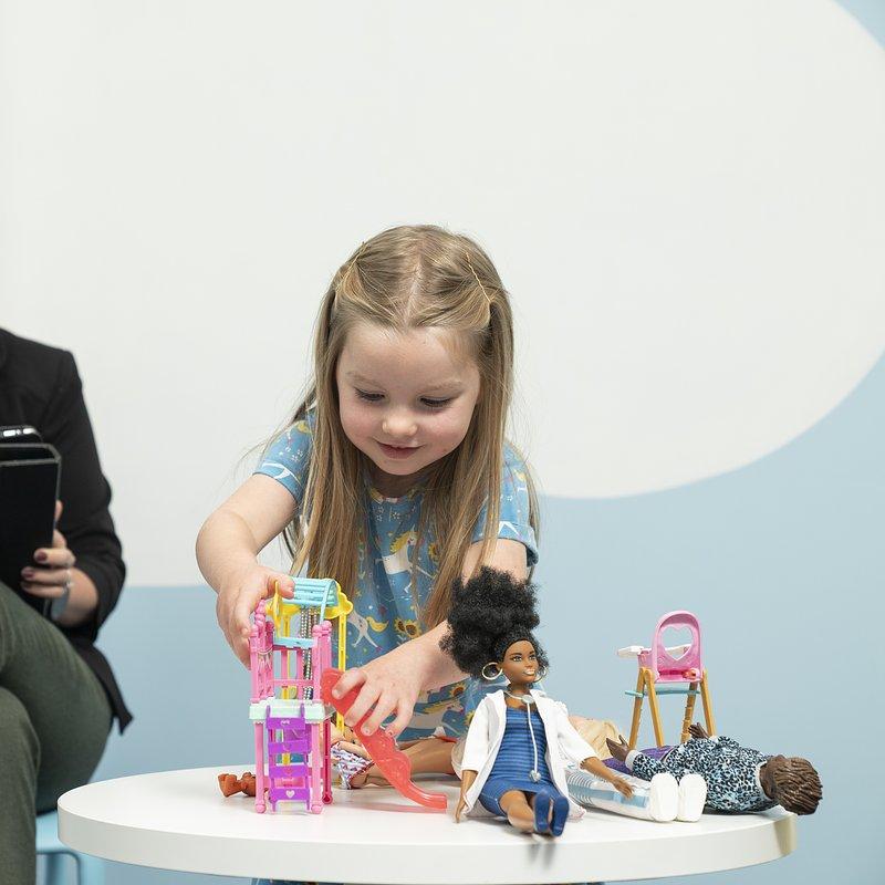 Benefits_of_play_Moc_zabawy_Badanie_UniCardiff_Barbie_dr_Sarah_Gerson (2).jpg