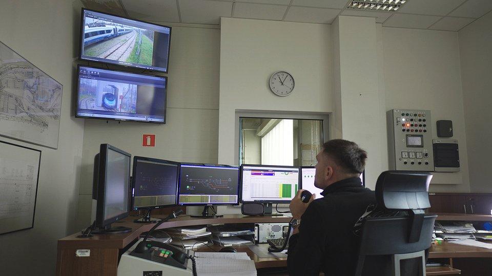 Po automatycznej kontroli dane są przesyłane do platformy Alstom HealthHub™.