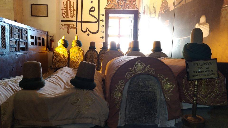 Groby uczniów Mewlany