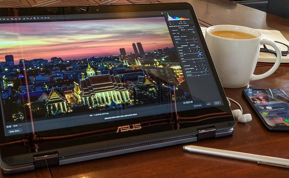 laptop-w-podróży-asus.jpg