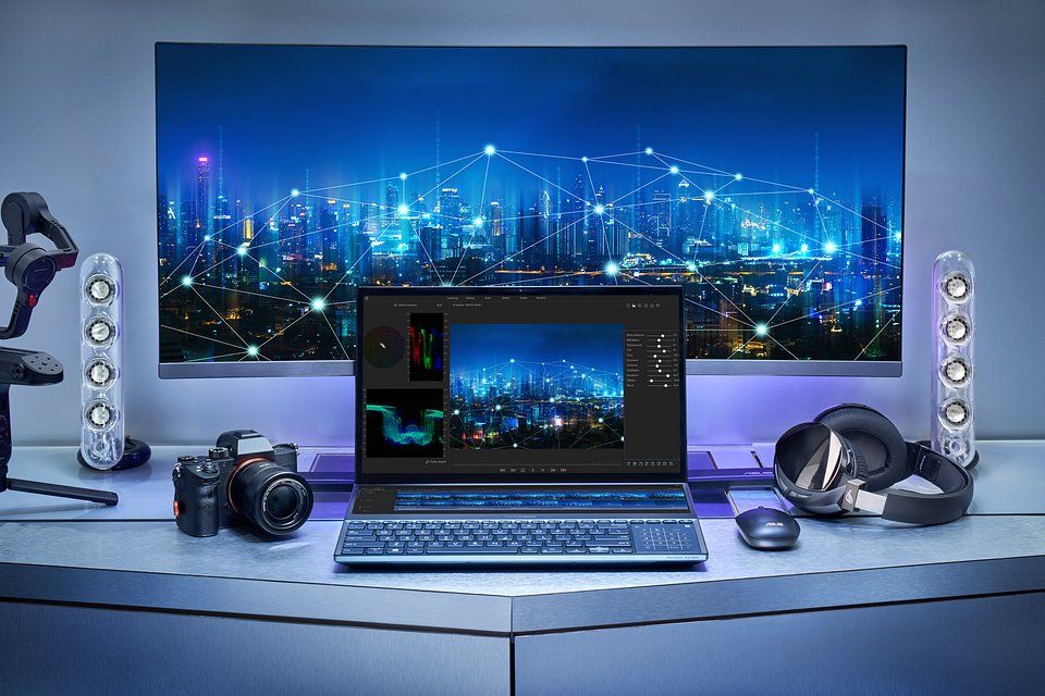 ZenBook Pro Duo_UX581_Scenario Photo_12.jpg