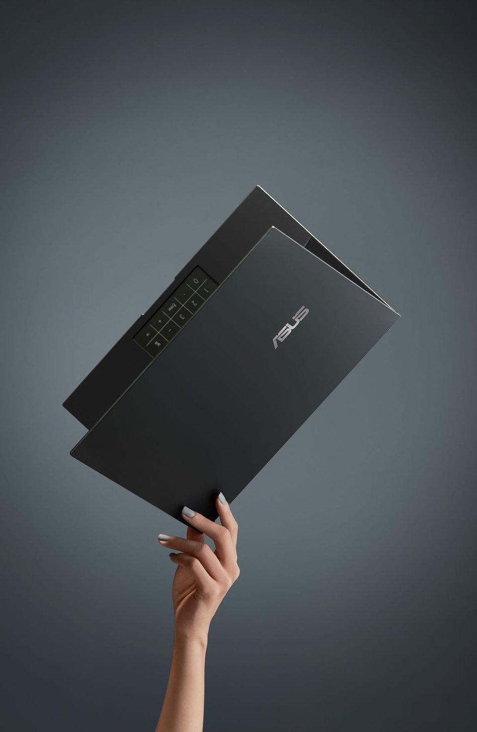 ZenBook 14_UX435EAL_UX435EGL_Scenario photo_Extremely Lightweight.jpg