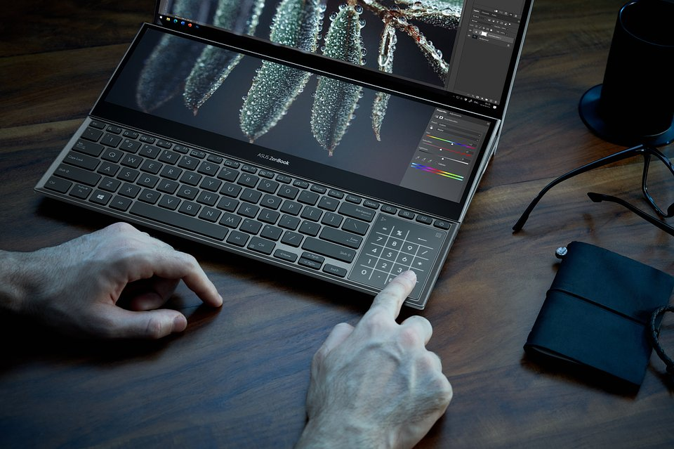 ZenBook_UX582_0330_Retouch.jpg