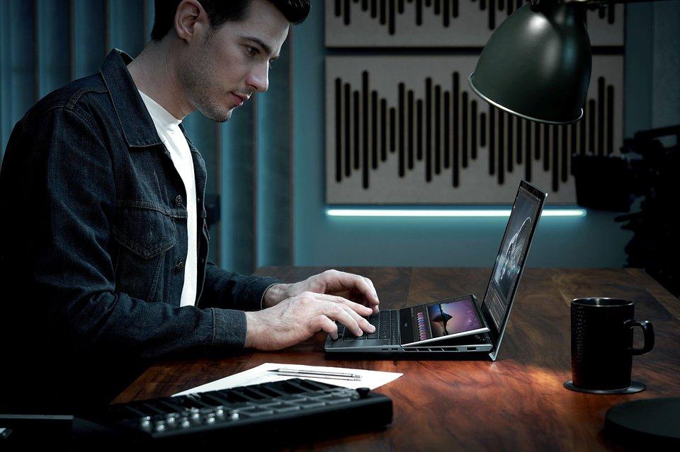 ZenBook Pro Duo 15 OLED_UX582_Scenario photo_041.jpg
