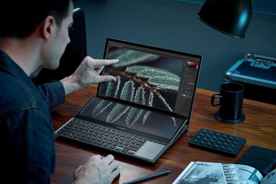 ZenBook Pro Duo 15 OLED_UX582_Scenario photo_021.jpg