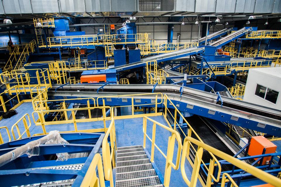 Wnętrze najnowocześniejszej w Polsce instalacji mechaniczno-biologicznego przetwarzania odpadów MBP_5.jpg