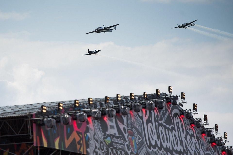 Przelot samolotów podczas otwarcia Festiwalu. Fot. Stanisław Wadas