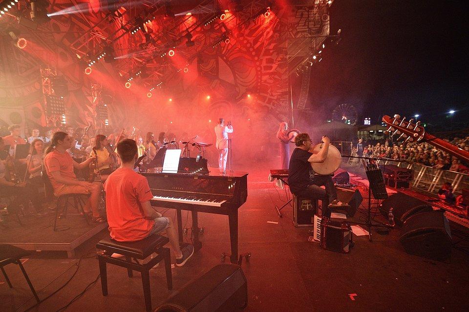 Koncert Carrantuohill & Orkiestra Krzesimira Dębskiego podczas 25. Pol'and'Rock Festival, fot. Paweł Krupka