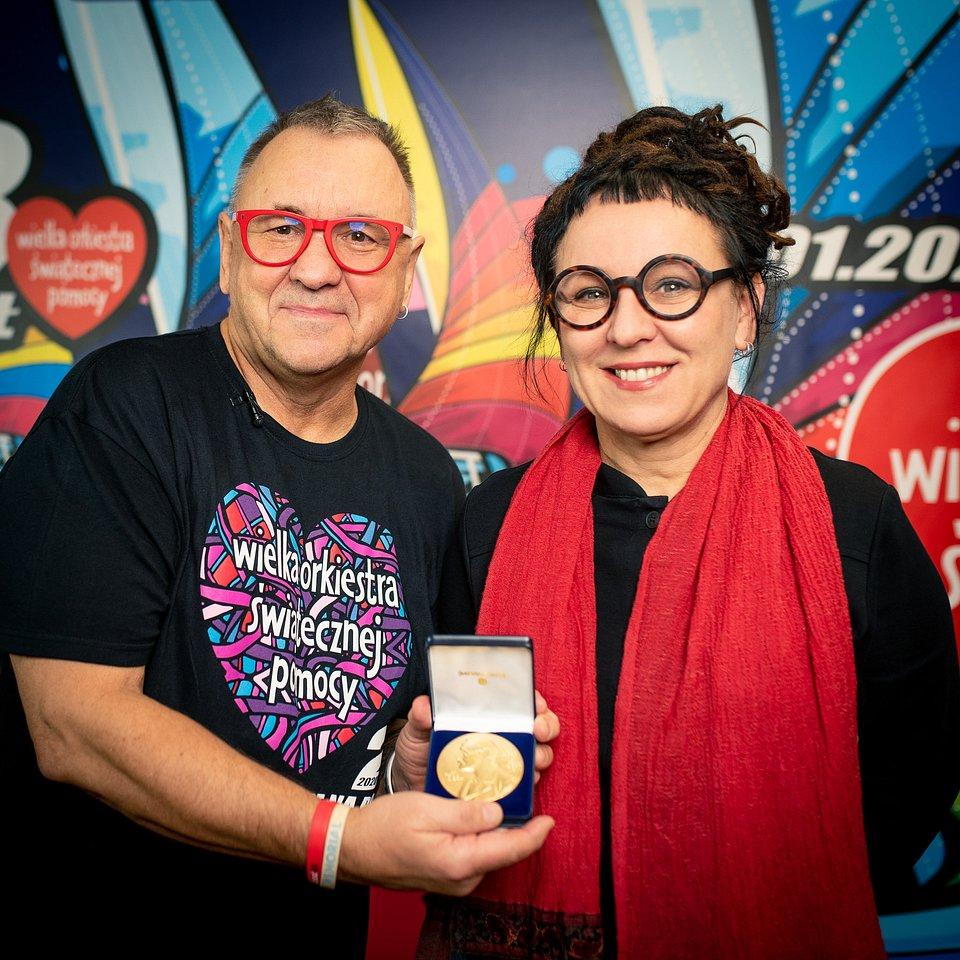 Medal Noblowski Olgi Tokarczuk na Allegro dla WOŚP, fot. Łukasz Widziszowski