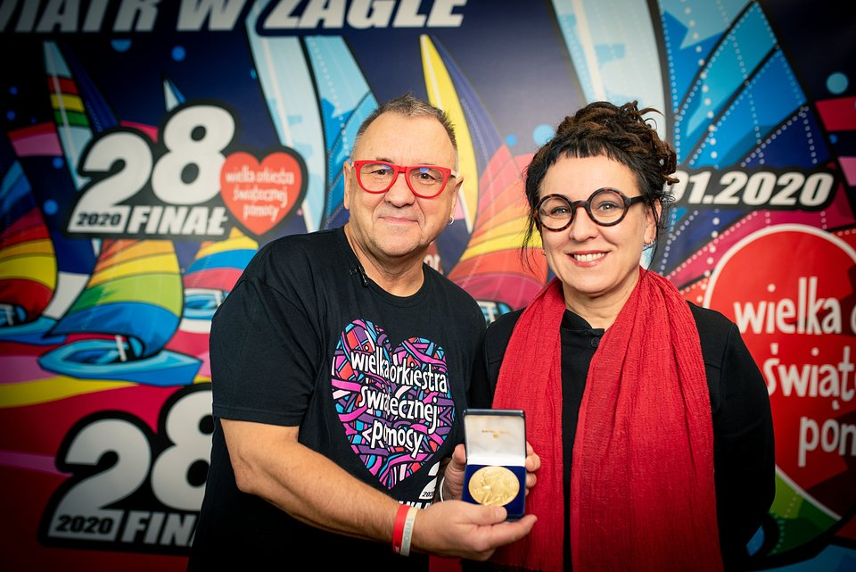 Olga Tokarczuk donated the first replica of her Nobel Prize Medal to our charity. Photo by Łukasz Widziszowski