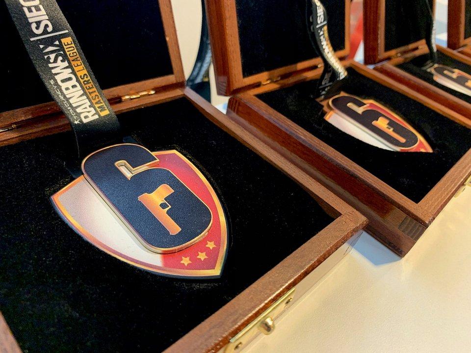 Komplet medali Rainbow 6 Siege Masters League S#3 wystawiony na aukcje WOŚP