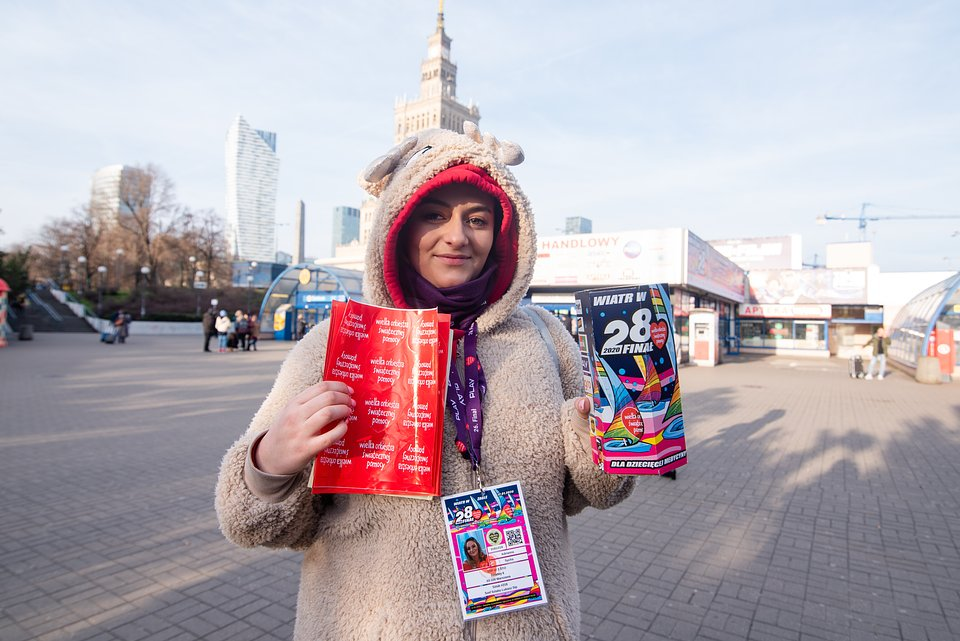 Volunteer fundraising in the Warsaw city centre. photo by Dominik Malik