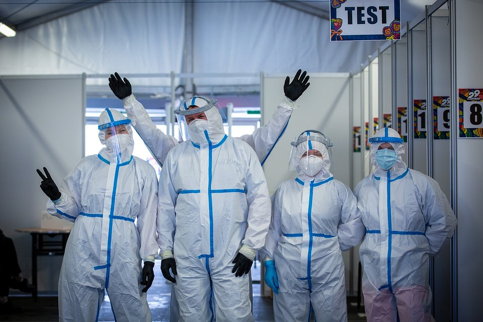 Medyczny Patrol wykonujący szybkie testy podczas 29. Finału WOŚP. Fot. Lucyna Lewandowska