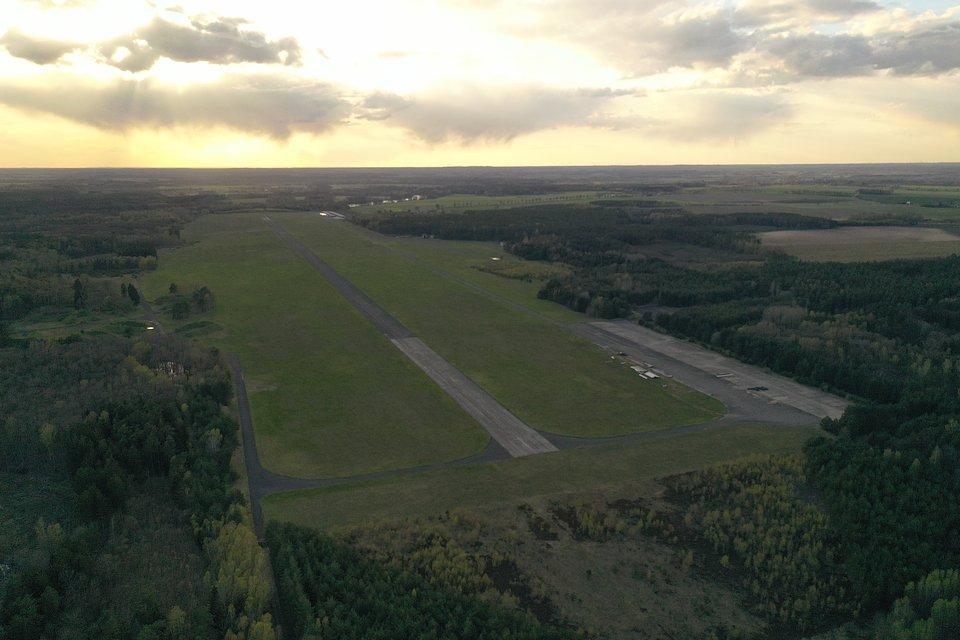 Teren festiwalu: lotnisko Makowice - Płoty, fot. Łukasz Widziszowski
