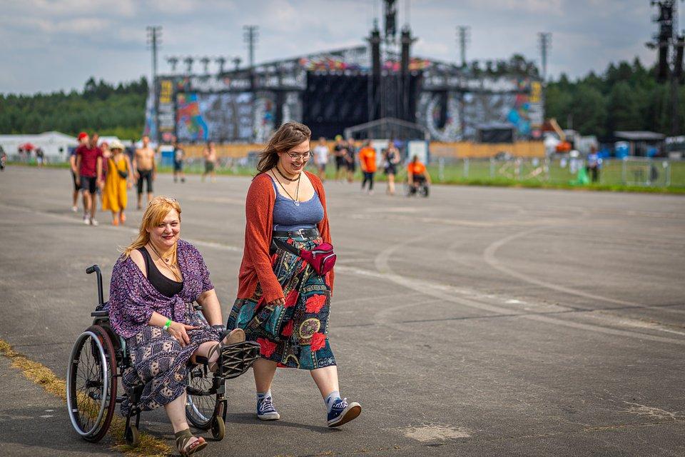 Uczestniczki Festiwalu Pol'and'Rock, fot Michał Kwaśniewski