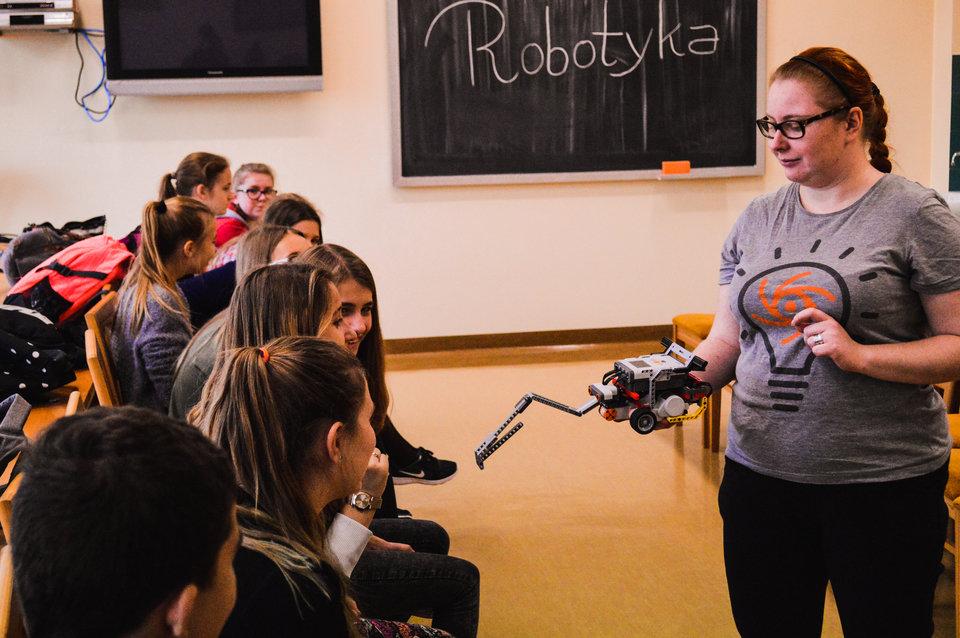 Warsztaty edukacyjne Wiśniowa robotyka - fot. Konrad Ochab.jpg