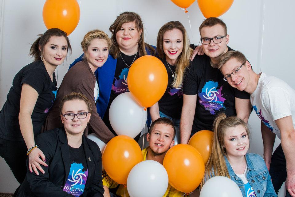 Projektor wolontariusze sesja balonowa 2 - fot. A.Skorżyńska.jpg