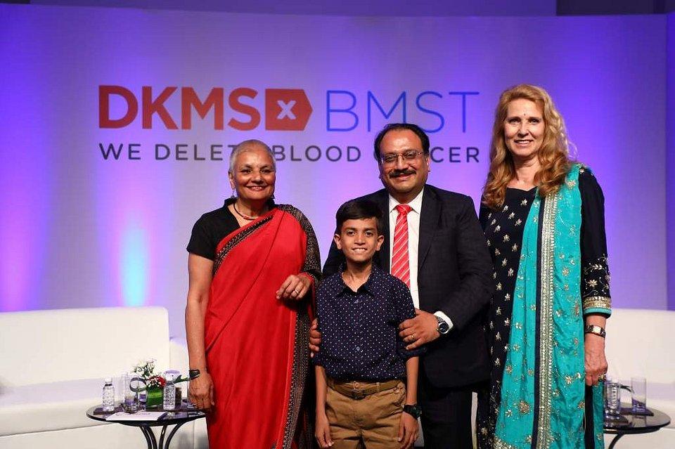 dr Latha Jagannathan,  dr Biju George, dr Elke Neujahr i Chirag - Pacjent