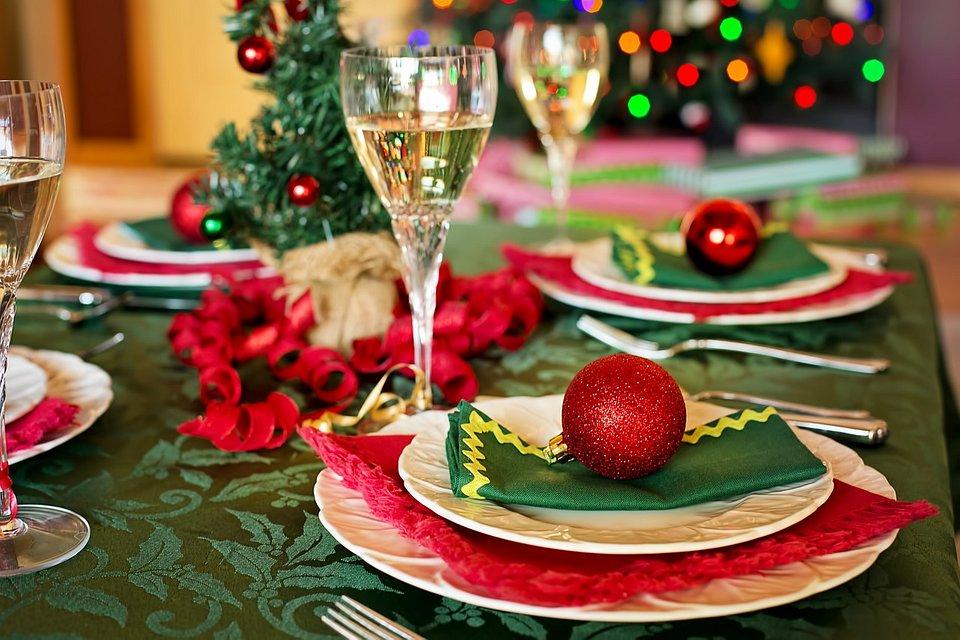 christmas-table-1909796_1280.jpg