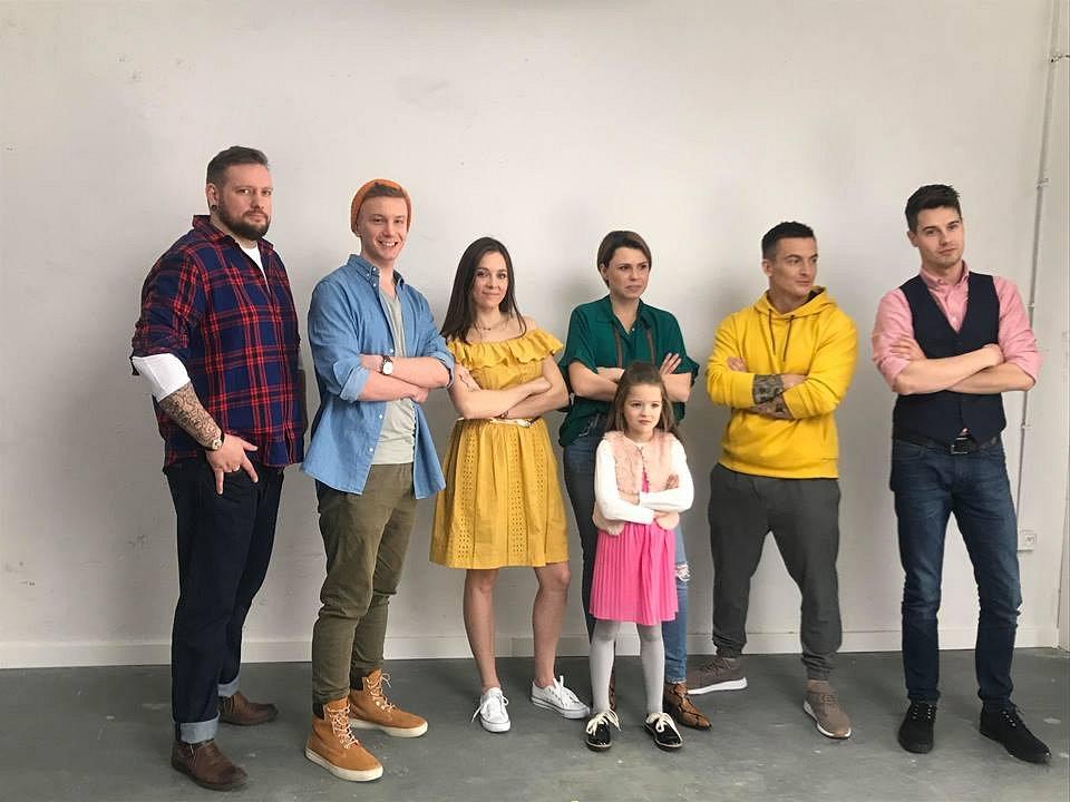 Bohaterowie kampanii Fundacji DKMS #NiesamowiteUczucie - od lewej Dawcy: Maciej Bochnowski, Marcin Walkowicz, Monika Jaciubek, Marlena Kowalska, Artur Kowalczyk, Karol Łysakowski oraz Hania - Biorczyni.