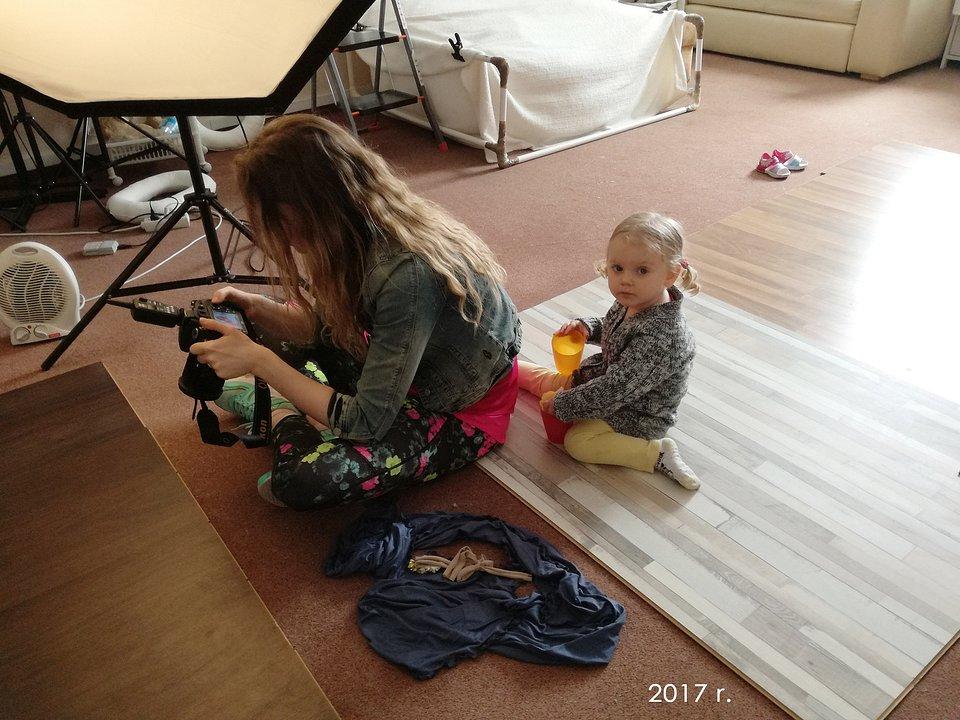 Obecność córek Iwony podczas sesji ośmiela małych modeli