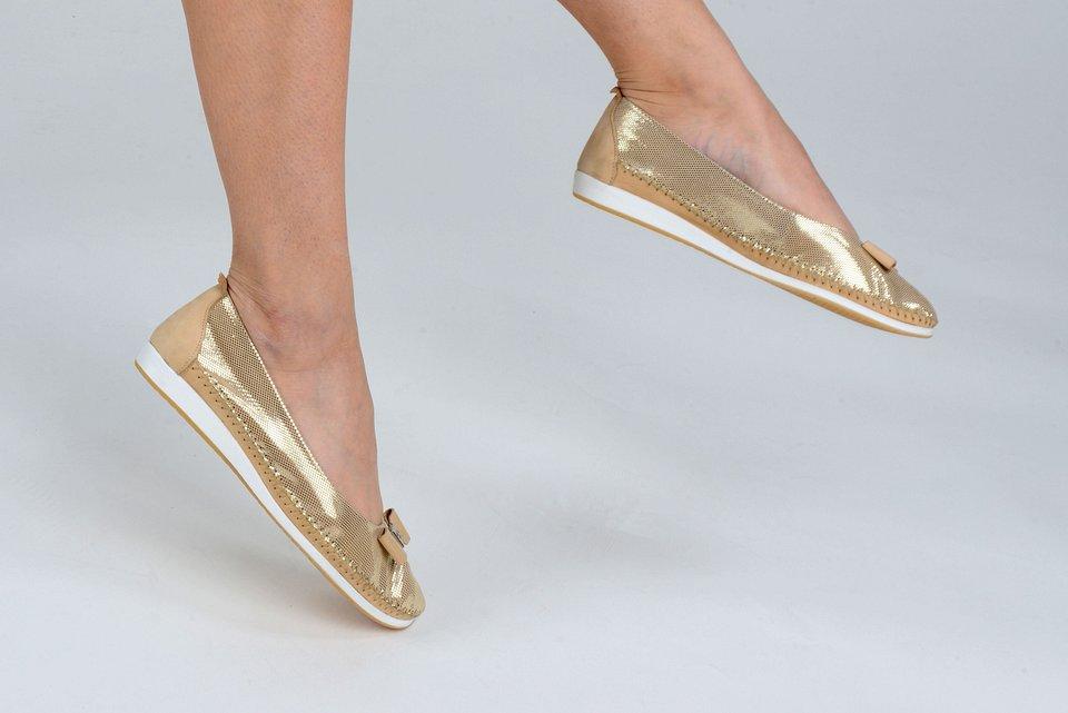 Złote baleriny to mocny trend w tym sezonie.