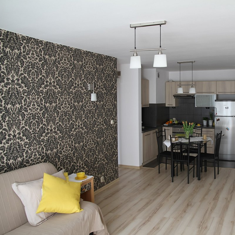 apartment-2094645_1920.jpg