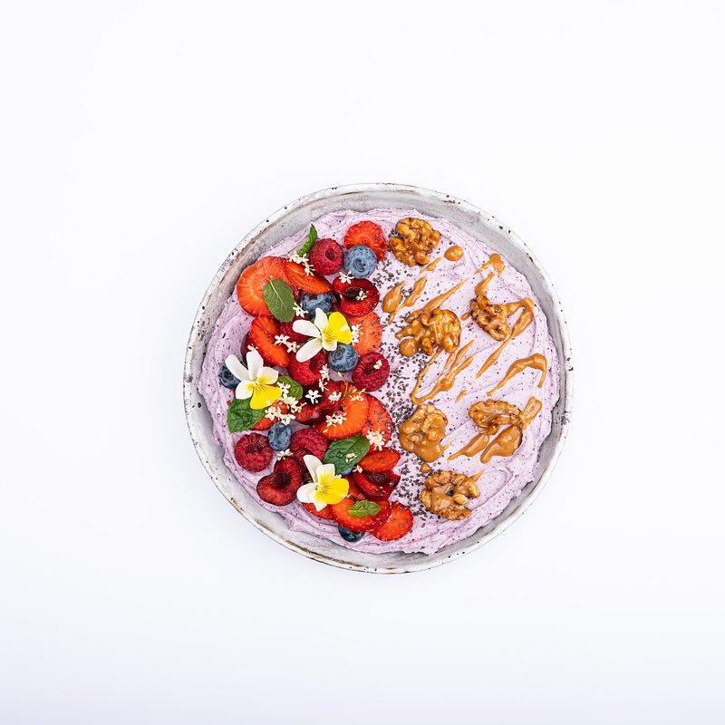 Smoothie bowl z jagoda kamczacką-17.jpg