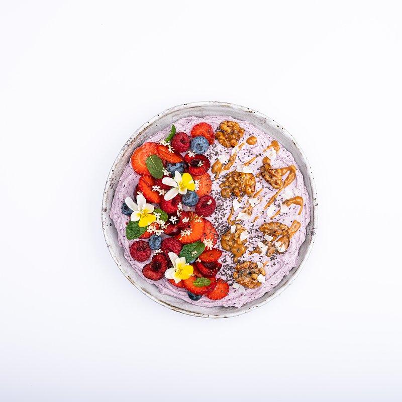 Smoothie bowl z jagoda kamczacką-19.jpg