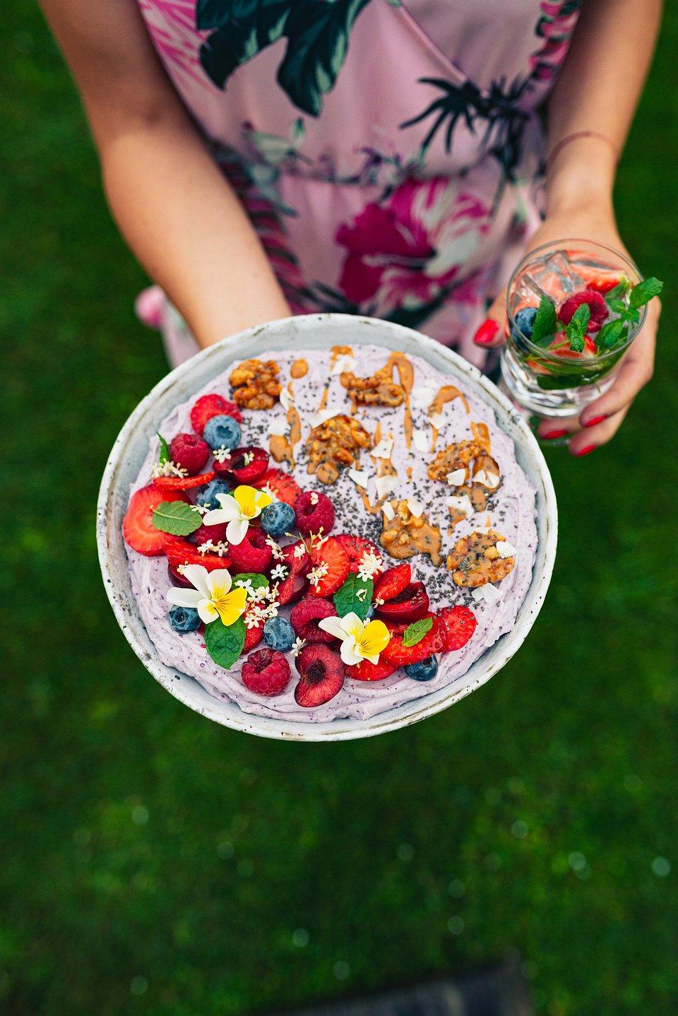 Smoothie bowl z jagoda kamczacką (5).jpg