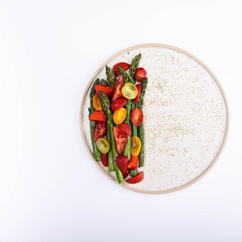 Szybkie szparagi z truskawkami i jajkiem-5.jpg