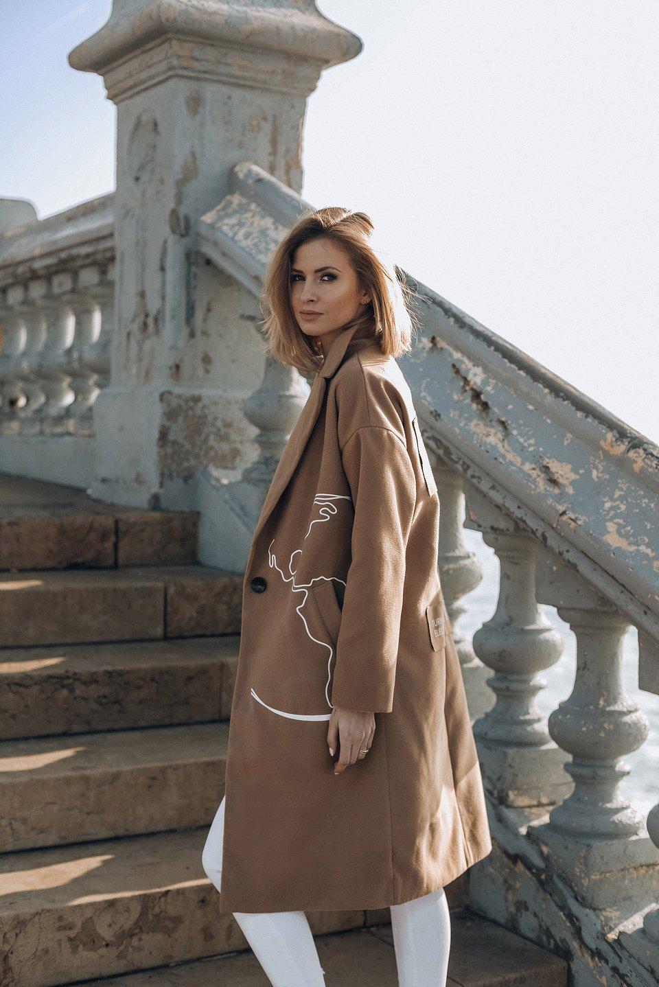 https://naoko-store.pl/kategoria/kurtki-i-plaszcze/klasyczny-plaszcz-destination-unknown-camel