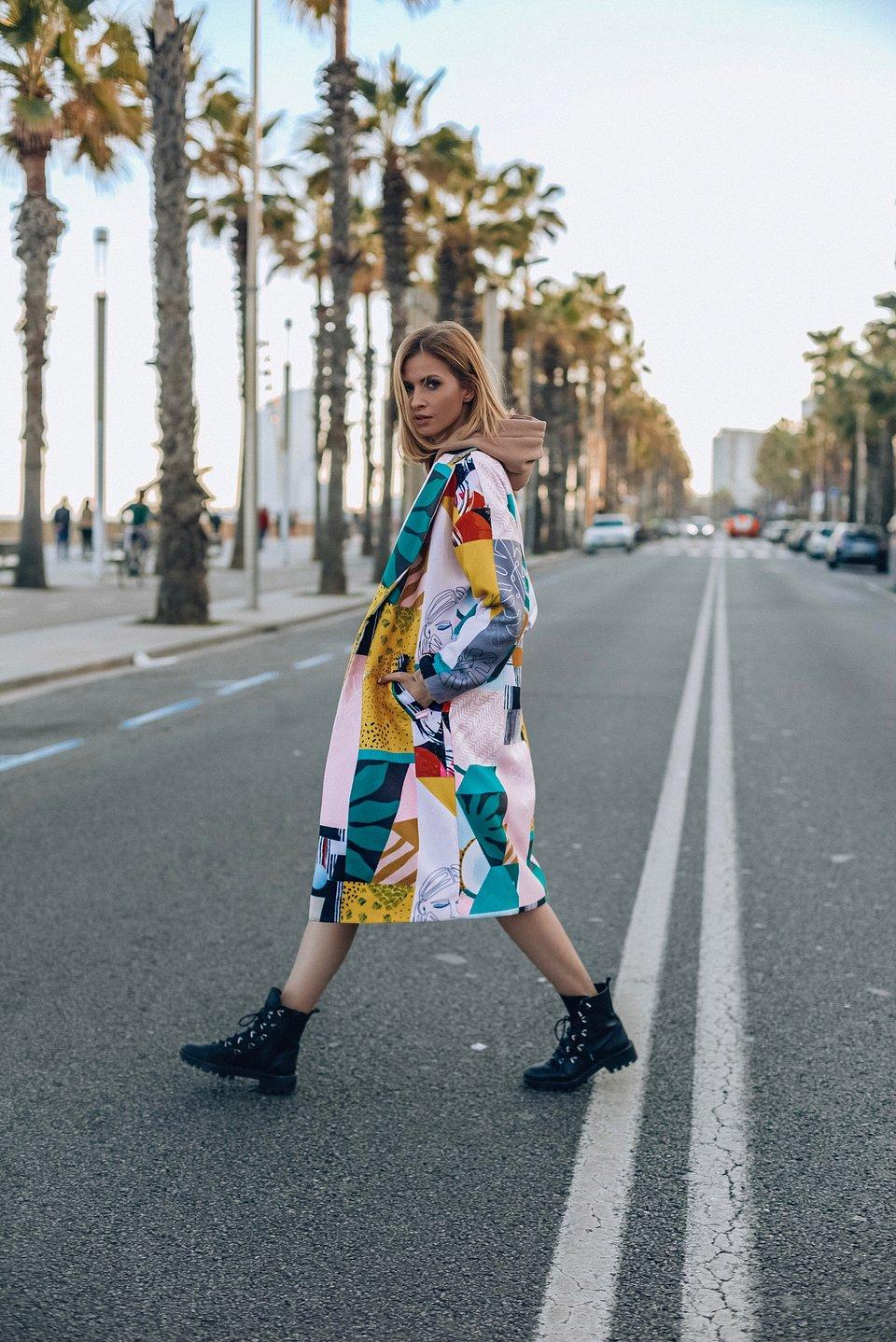 https://naoko-store.pl/kategoria/kurtki-i-plaszcze/patchworkowy-plaszcz-o-klasycznym-kroju-mexican-pink