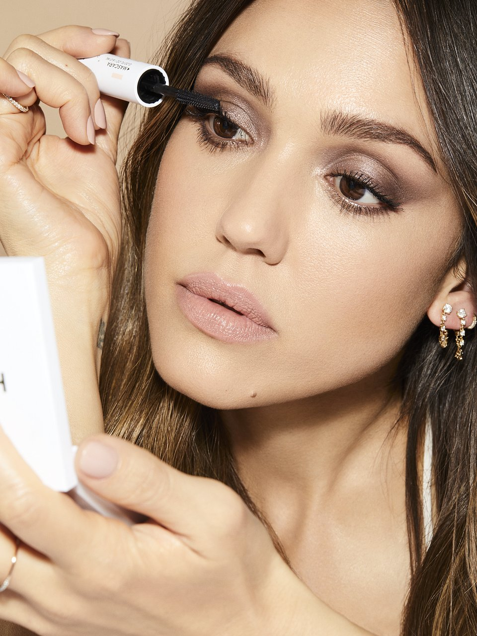 makeup-beautyvisual-honestbeauty-jessica-alba-extreme-length-mascara-0421.tif