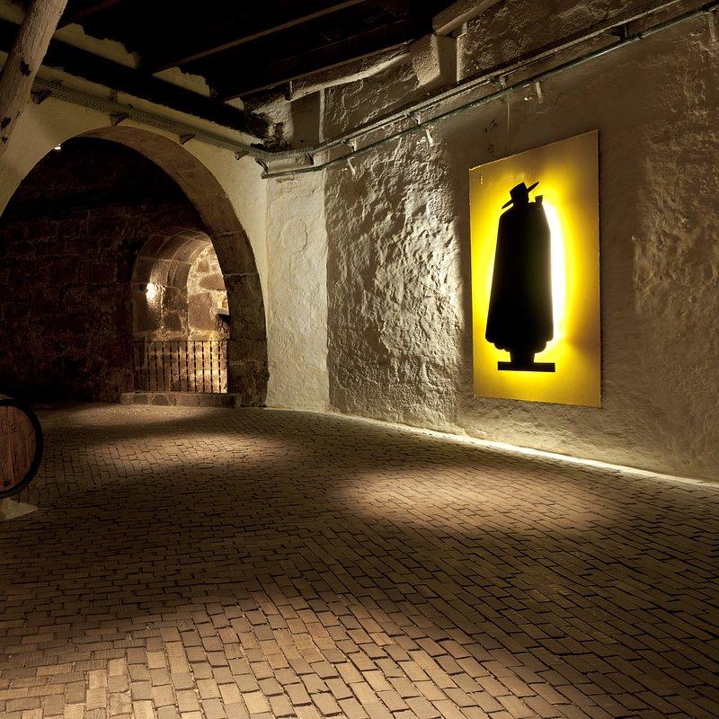 Caves Sandeman (2).tiff