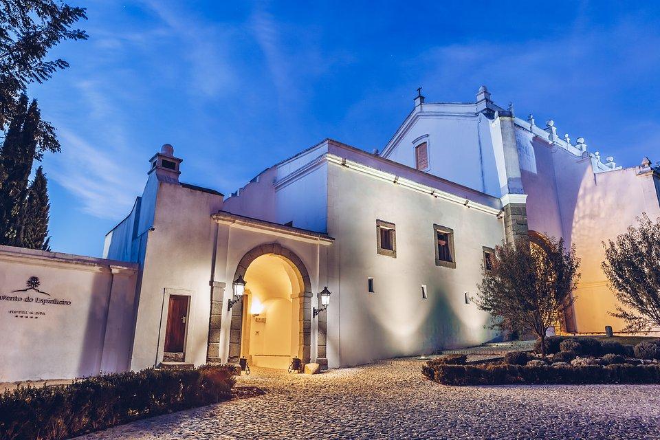 Convento do Espinheiro.jpg
