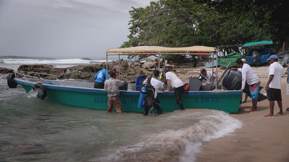 DRENAR OS OCEANOS O ÚLTIMO NAVIO NEGREIRO DA AMÉRICA.jpg