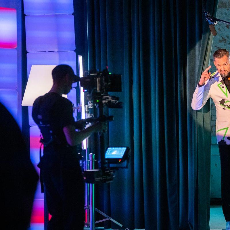 Backstage_OPPO_2.jpg