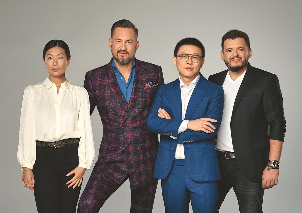 Od lewej: Mo Zhang (Brand Manager OPPO Polska), Marcin Prokop, Leo Li (CEO OPPO Polska) i Piotr Żaczko (PR Manager OPPO Polska)