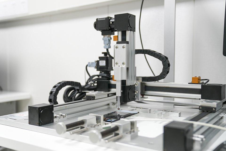 Autonomiczny robot testujący w OPPO Communication Lab