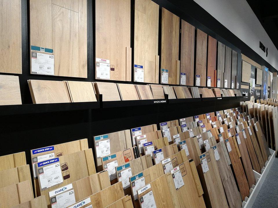 Ekspozycja paneli podłogowych.