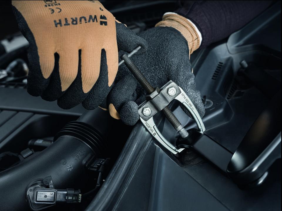 Demontaż ramion wycieraczek przy pomocy ściągacza dwuramiennego, art. nr 0714 522 066.